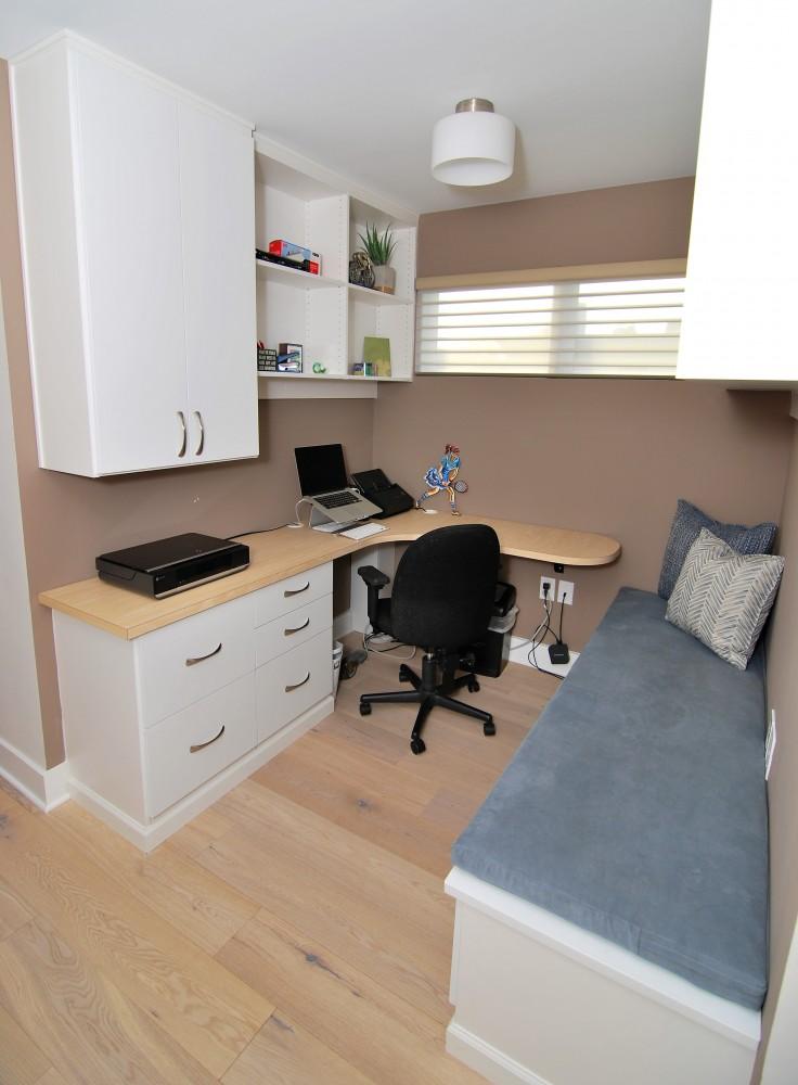 Alcove desk vertical