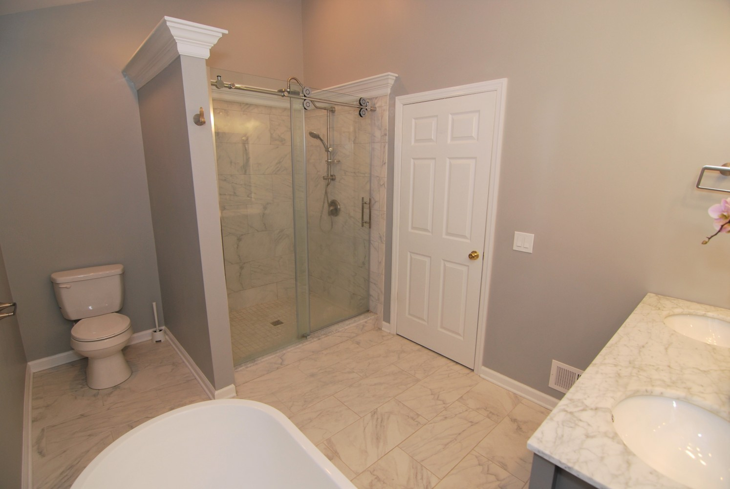 Dream line custom shower | Pennington NJ | Distinctive Interior Designs