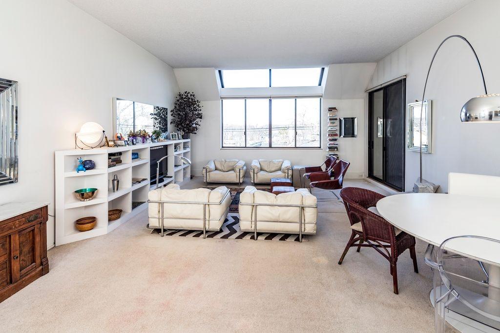 1 Markham Ste 3E living room