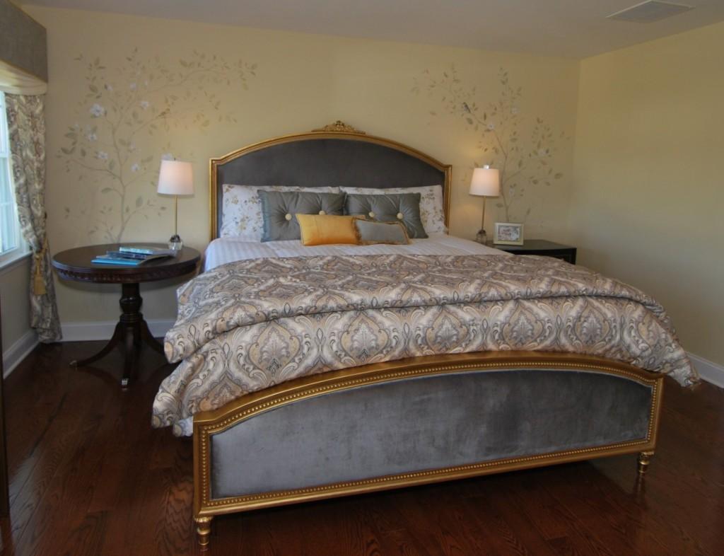 Hooker Antoinette King Gilded Upholstered Bed 1586-90266-GLD1