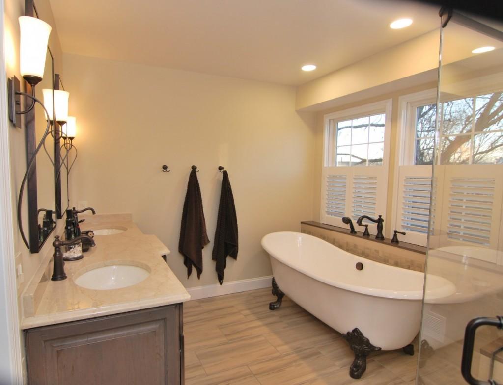 Master bath creama marfil marble counter oil rubbed bronze fixturres