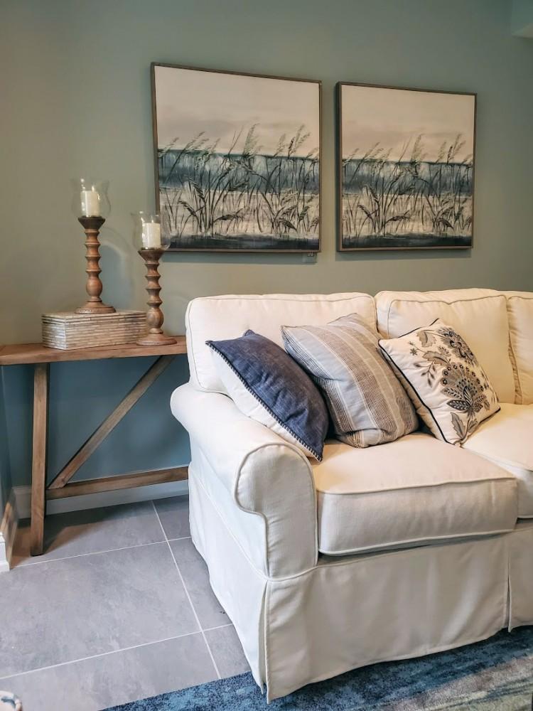 Beach house Ventura Sectional, Wilfong sofa table, accessories