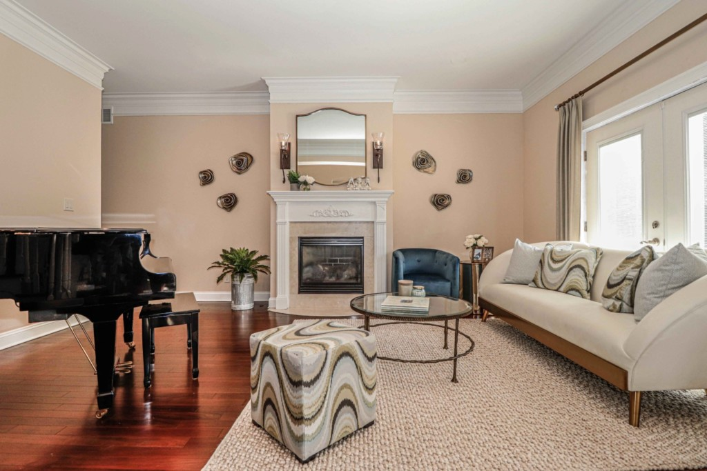 Living room straight at fireplace
