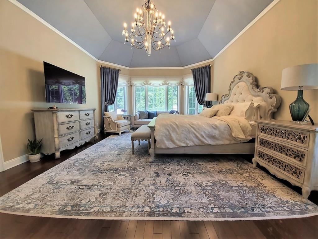 Whole bedroom 2